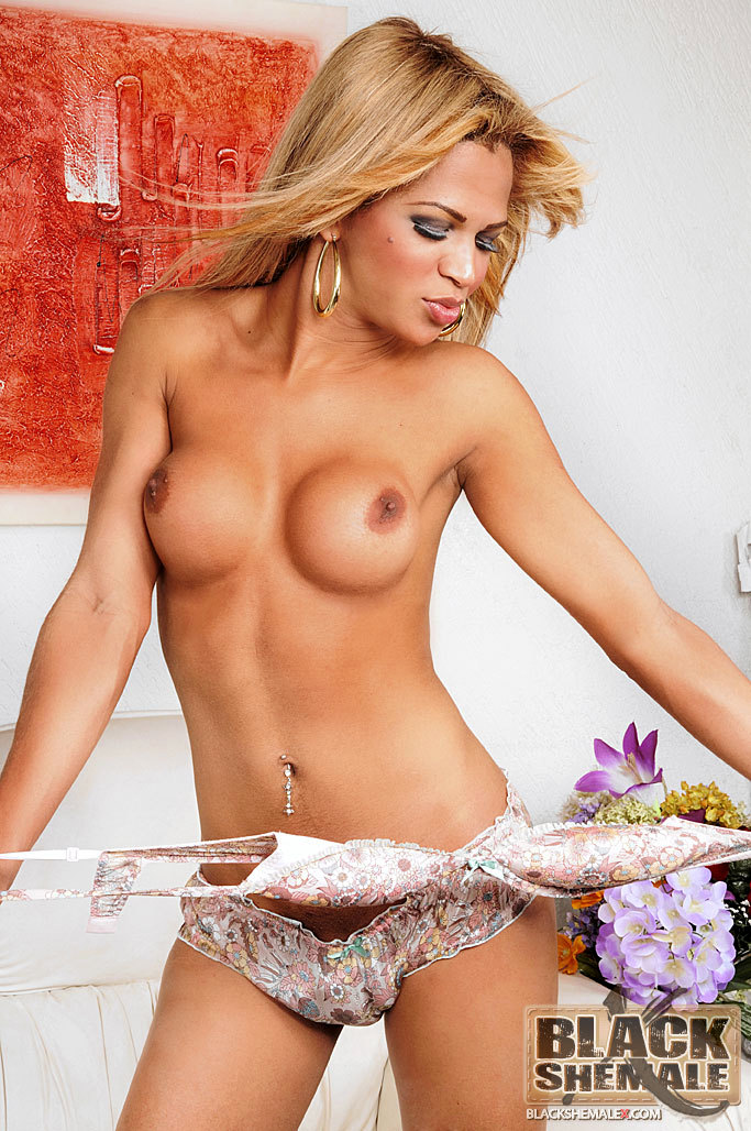 Brazilian Ebony TGirl Babe Sarah Costa