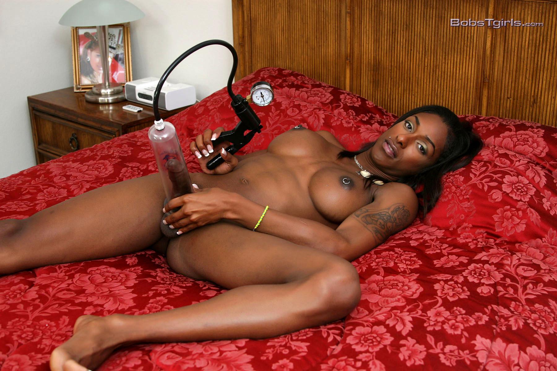 Chocolate Natalia Pumping Her Tool