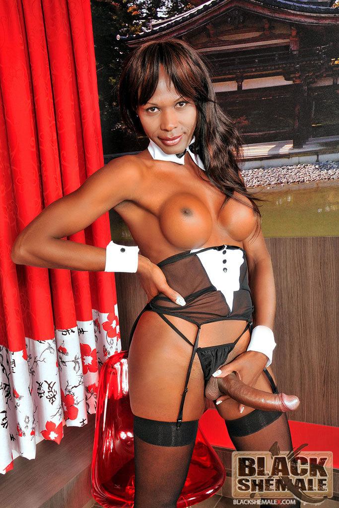 Ebony Femboy Isabela Sottani Masturbates