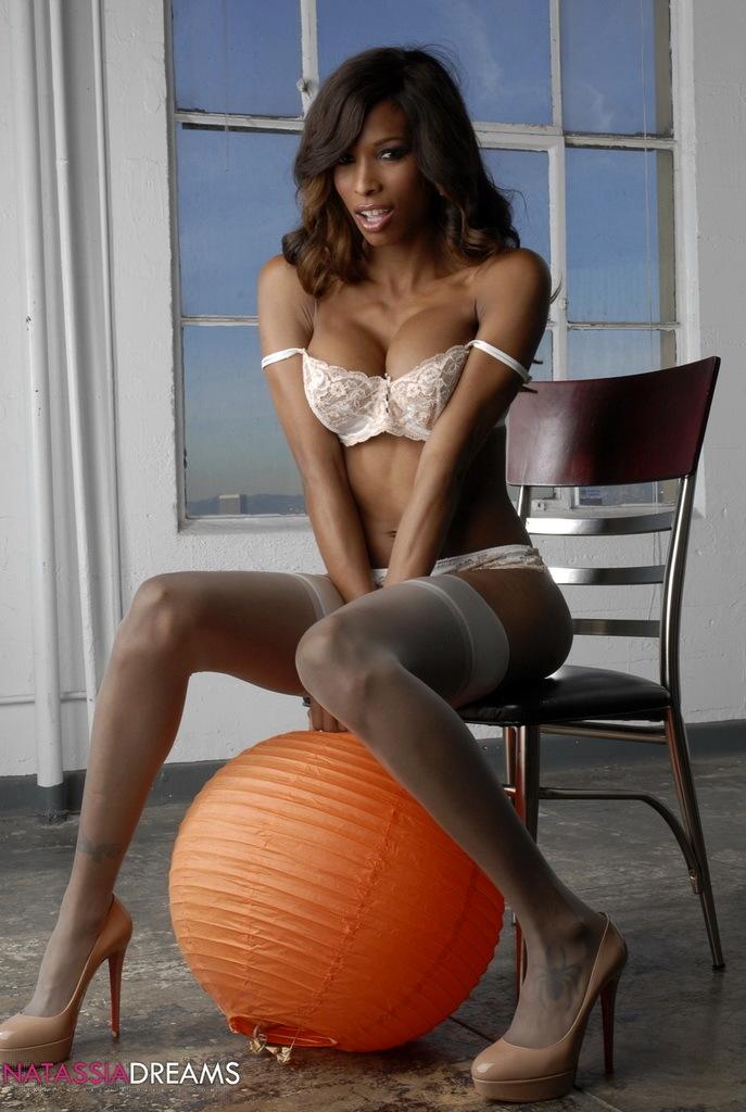Ebony Hottie Natassia Posing In Flirtatious Stockings