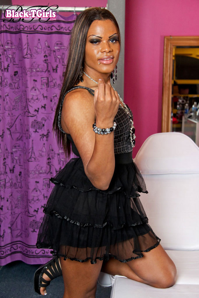 Ebony T Girl Strips And Wanks
