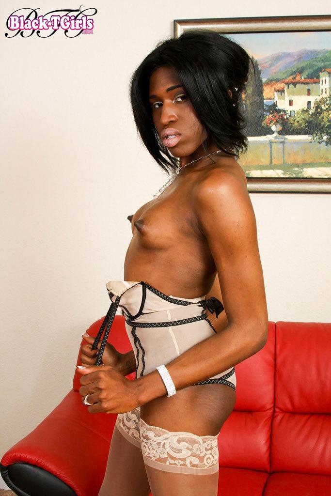 Ebony Teen Shows Us Off Beautiful Ts Body
