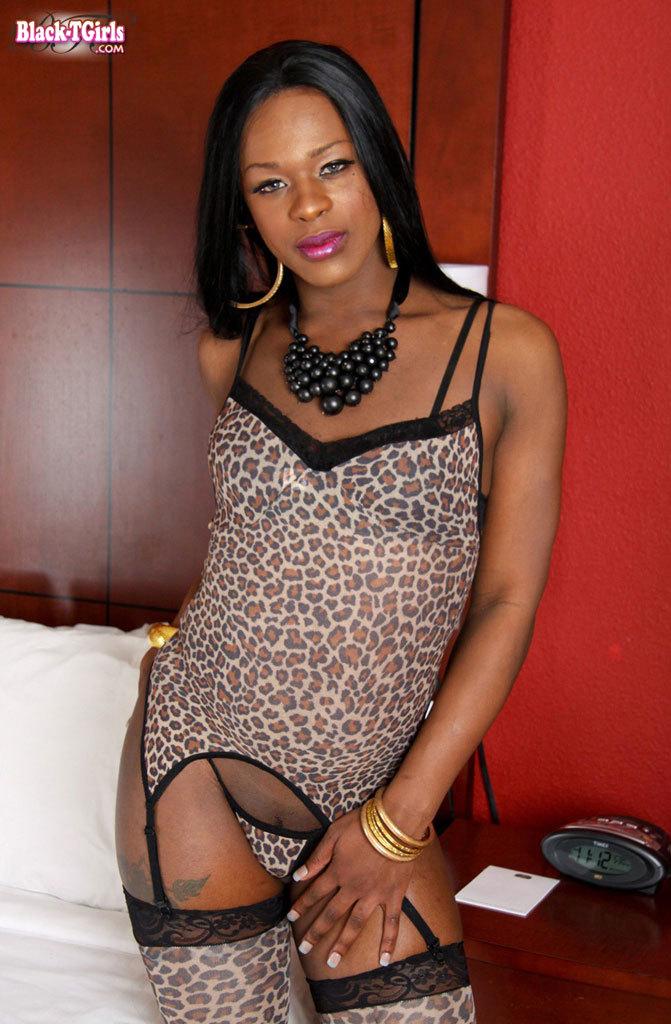 Ebony TS Babe Who Craves To Bottom