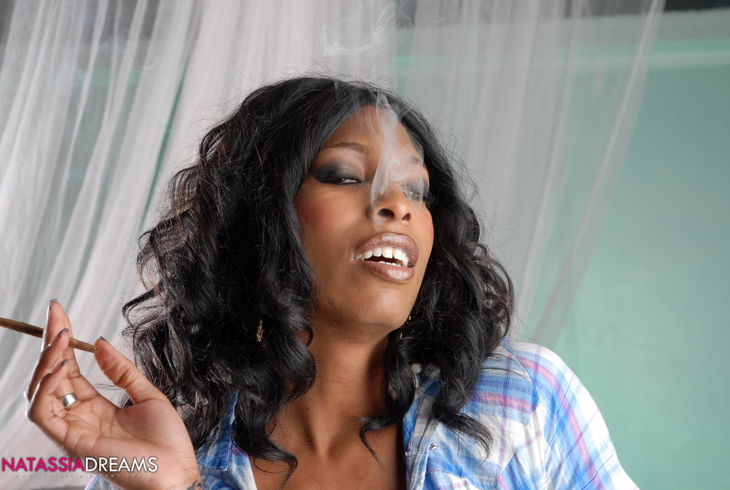 Horny Ebony TS Babe Smoking A Cigarello