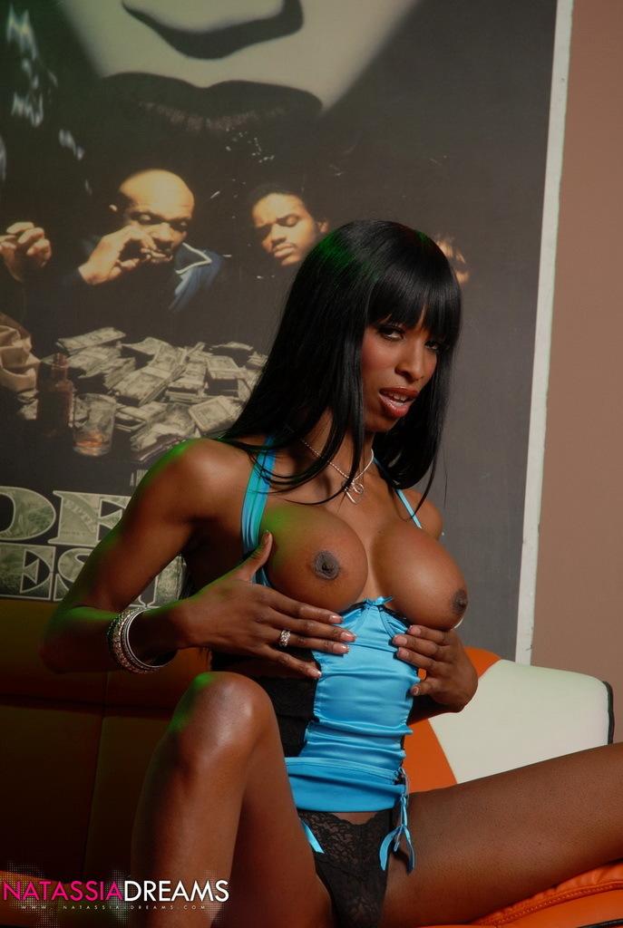 Hungry Ebony TS Babe Toying Her Asshole And Wanking Off