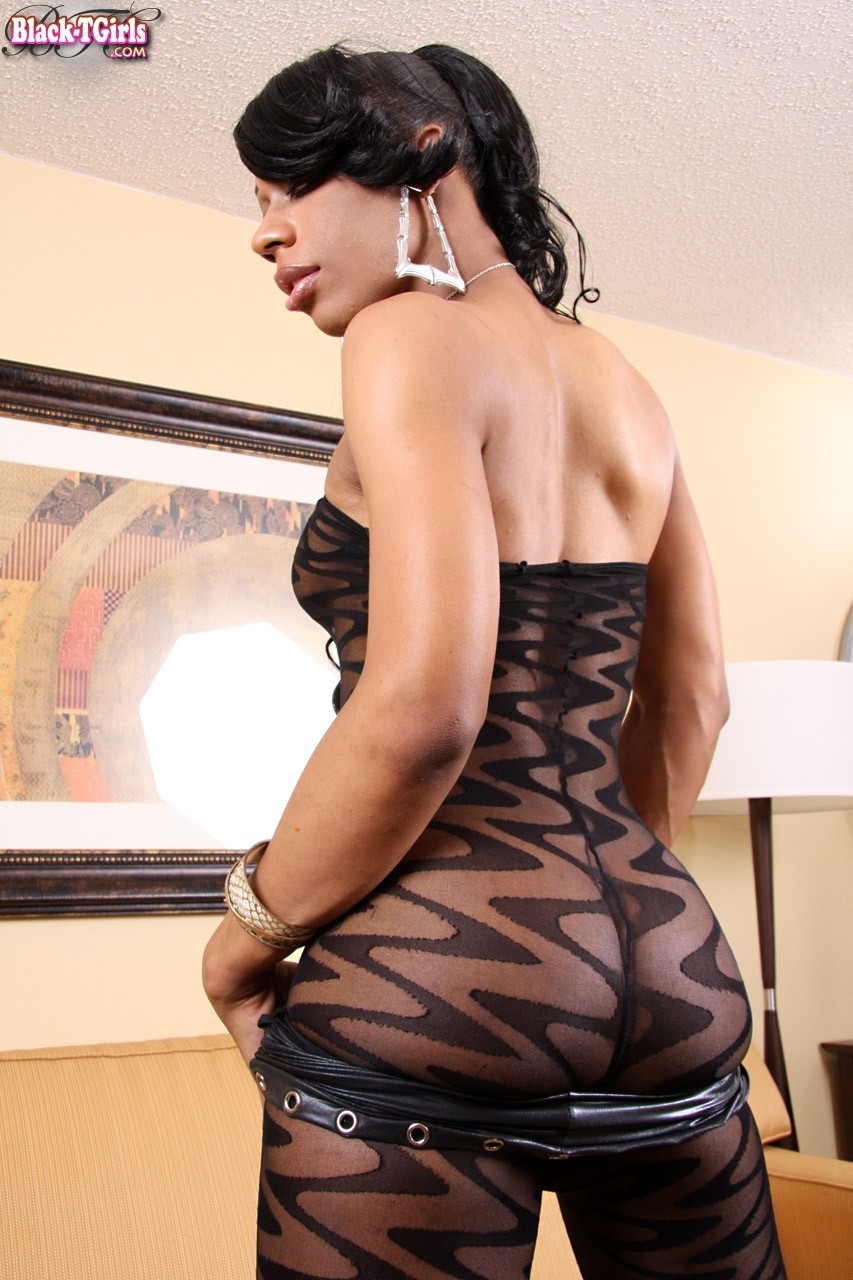 North Carolina Ebony T-Girl Kimora Likes To Wear Outfits Tha