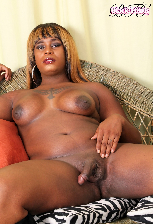 Sensuous Karin Scott Has A Provoking Curvy Body, Enormous Soft Boobs, A Jui